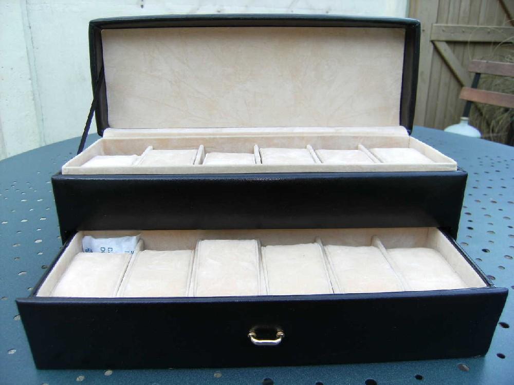 coin des affaires boite de rangement pour 12 montres. Black Bedroom Furniture Sets. Home Design Ideas