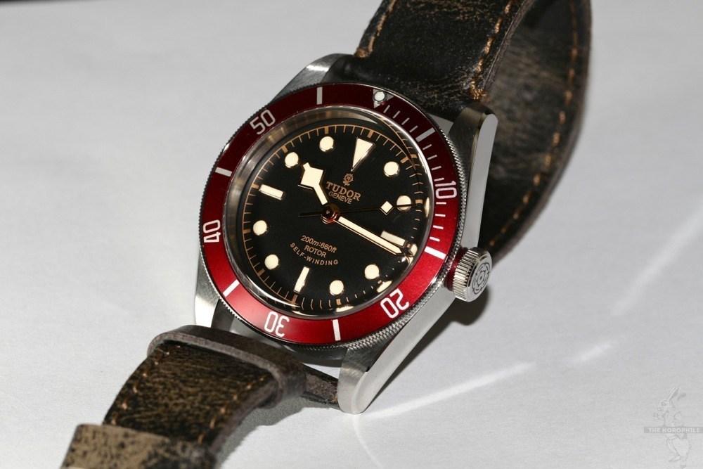 coin des affaires bracelet cuir et nato tudor black bay red. Black Bedroom Furniture Sets. Home Design Ideas